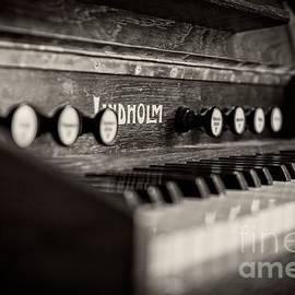 Old Piano - Edward Fielding