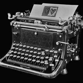Manfred Lutzius - Old Typewriter