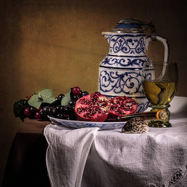 Levin Rodriguez - Ontbijt with Pommegranate Grapes Roemer and Jug