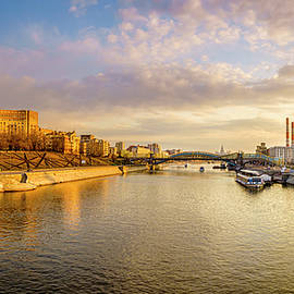 Alexey Stiop - Panoramic view of the Moscow River