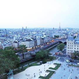 Leone M Jennarelli - Paris Skyline With Eiffel Tower