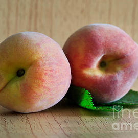 Tracy Hall - Peaches