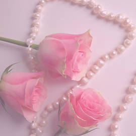 Johanna Hurmerinta - Pearls And Roses