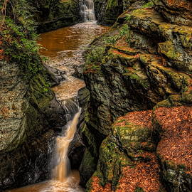 Dale Kauzlaric - Pewits Nest Three Waterfalls