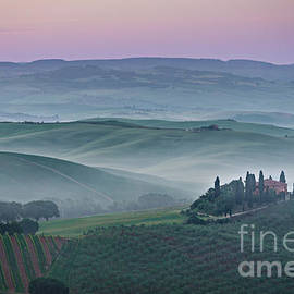 IPics Photography - Pink sunrise over Podere il Belvedere in Tuscany