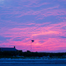 Linda  Howes - Pink Sunset With American Flag