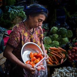 Dan Hartford - Produce vender 03 Antigua Market Guatemala