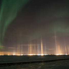 Sam Amato - Prudhoe Bay Aurora And Ice Fog Pillars