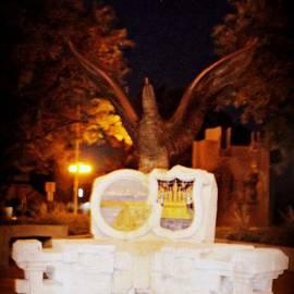Kelly Awad - Pueblo Statue