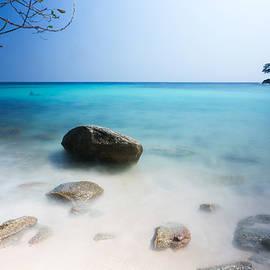 Racha Island with smoothies wave