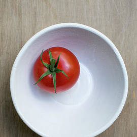 Red Tomato White Bowl - Edward Fielding