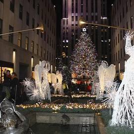 John Telfer - Rockefeller Center Snow Angels And Christmas Tree At Night