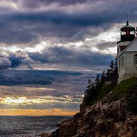 Jeff Folger - Rocky cliffs below Maine lighthouse