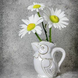 Betty Denise - Rooster Creamer with Daisies