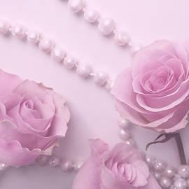 Johanna Hurmerinta - Roses And Pearls