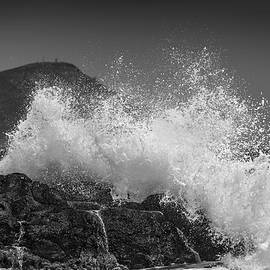 Guido Montanes Castillo - Rough sea