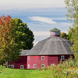 Alan L Graham - Round Barn Early Autumn