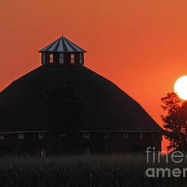 Steve Gass - Round Barn Sunrise
