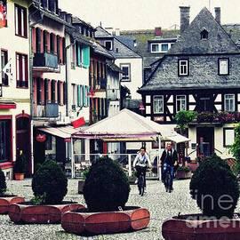Sarah Loft - Rudesheim Town Square