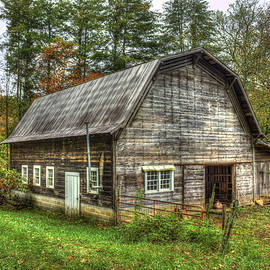 Reid Callaway - Rustic Gambrel Style Mountain Barn Great Smoky Mountains
