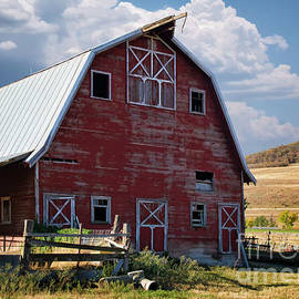 Priscilla Burgers - Rustic Red Barn in Wellsville Utah