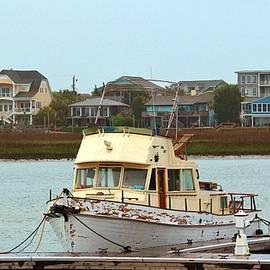 Cynthia Guinn - Rusty Old Boat