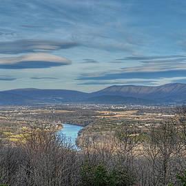 Lara Ellis - Shenandoah Valley Lenticular Clouds