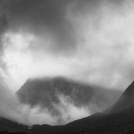 Richard Vandewalle - Shrouded in Mist