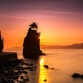 Pierre Leclerc Photography - Silhouette of Siwash Rock at Sunset