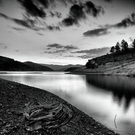 Guido Montanes Castillo - Silver lake at sunset BW