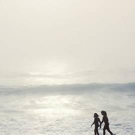 Carlos Caetano - Sisters by the Seashore