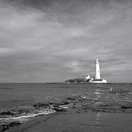 robert armstrong - st marys lighthouse england