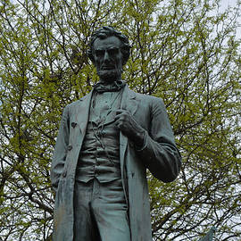 Richard Andrews - Standing Lincoln