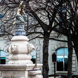 Olga Photography - Statue Queen