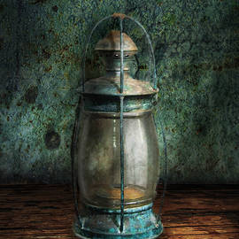 Mike Savad - Steampunk - An old lantern