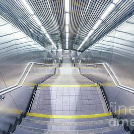 Stepping Down To The Underground - Evelina Kremsdorf