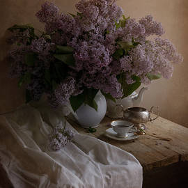 Jaroslaw Blaminsky - Still life with fresh lilac and dishes