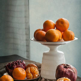 Maggie Terlecki - Still Life with Mandarins and Pomegranates