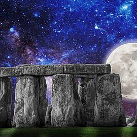 rdm-Margaux Dreamations - Stonehenge Moonrise
