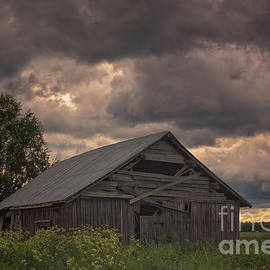 Jukka Heinovirta - Stormy Clouds Over The Barn House