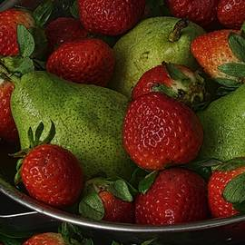 Richard Rizzo - Strawberries and Pears II