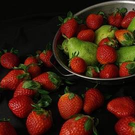 Richard Rizzo - Strawberries and Pears