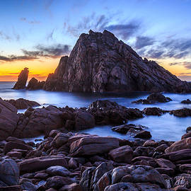 Robert Caddy - Sugarloaf Rock After The Sun Goes Down