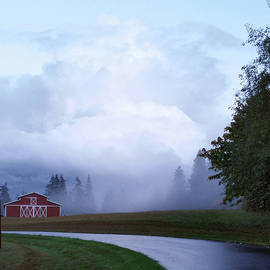 Eric Stenberg - Summerfield Barn Ahead of the Fog