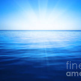 Sun, blue sky and ocean - Nneirda