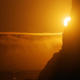 Jeff Swan - Sun peaking around a rock