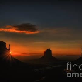 Priscilla Burgers - Sunrise at Monument Valley