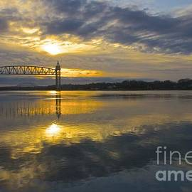 Amazing Jules - Sunrise at the Train Bridge