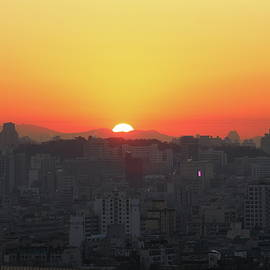 Sunrise in the city - Hyuntae Kim