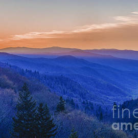 Robert Carney - Sunrise in the Smoky Mountains